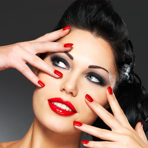 Manicura rojo clásico