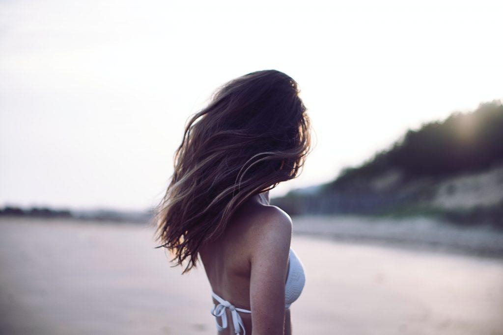 Sanea tu cabello antes del verano con un servicio de peluquería a domicilio en Sevilla