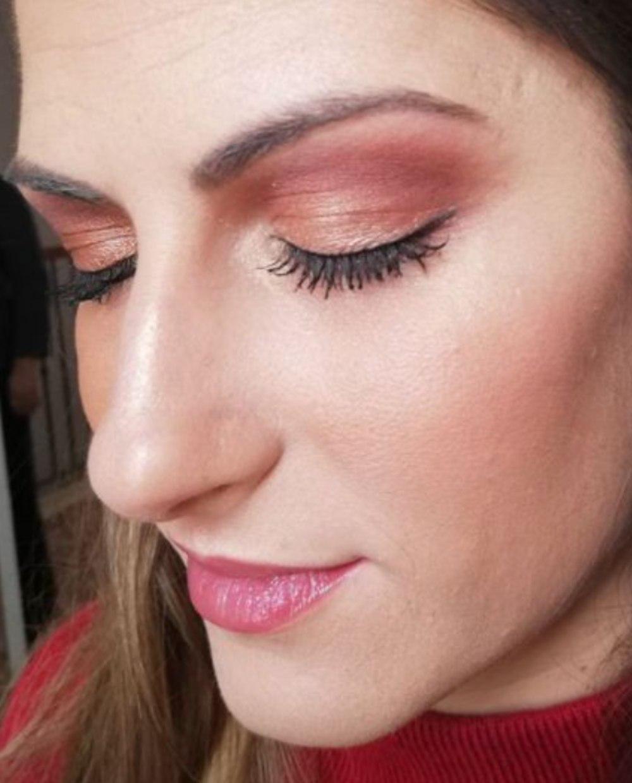 Victoria María, una de las maquilladoras profesionales a domicilio en Sevilla