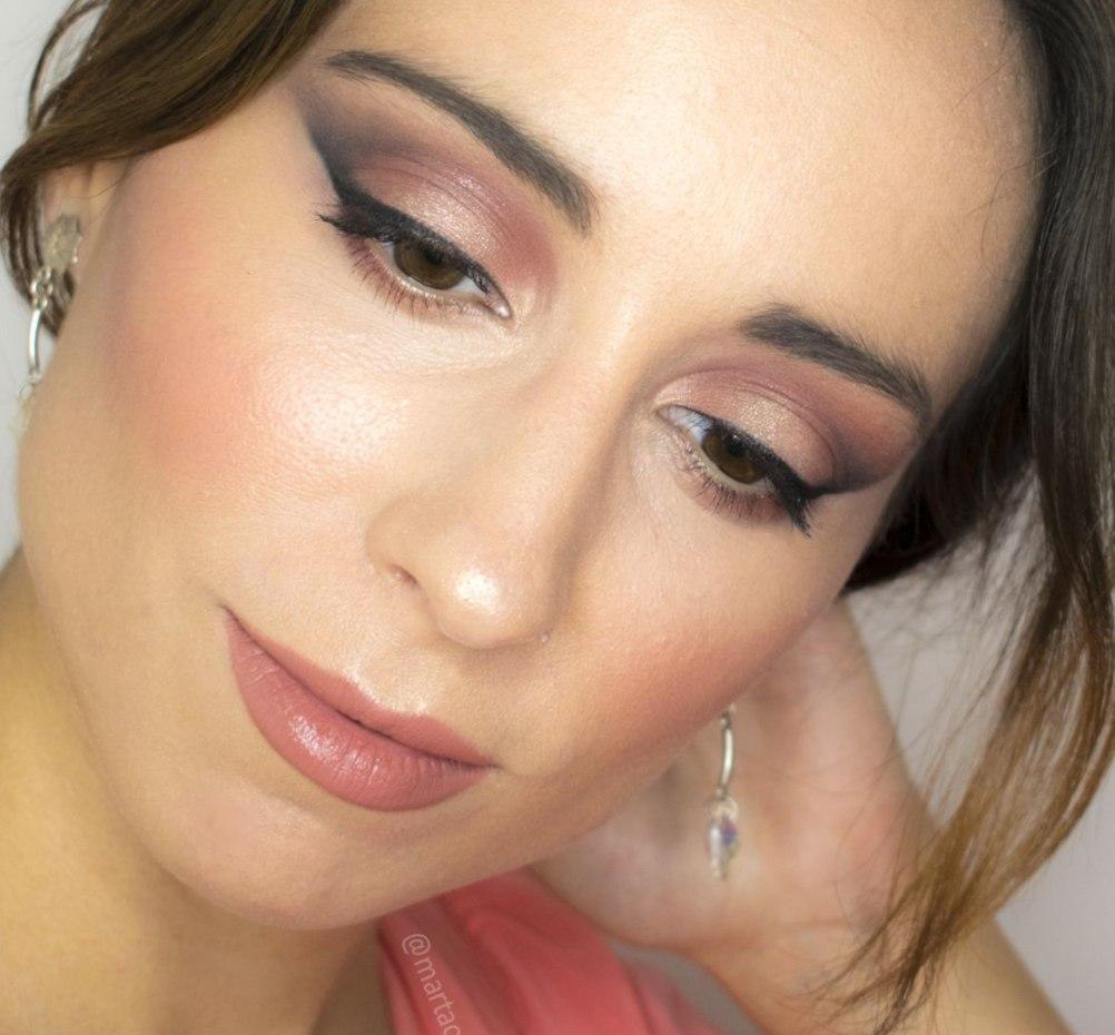 Marta Ortega, una de las maquilladoras profesionales a domicilio en Sevilla