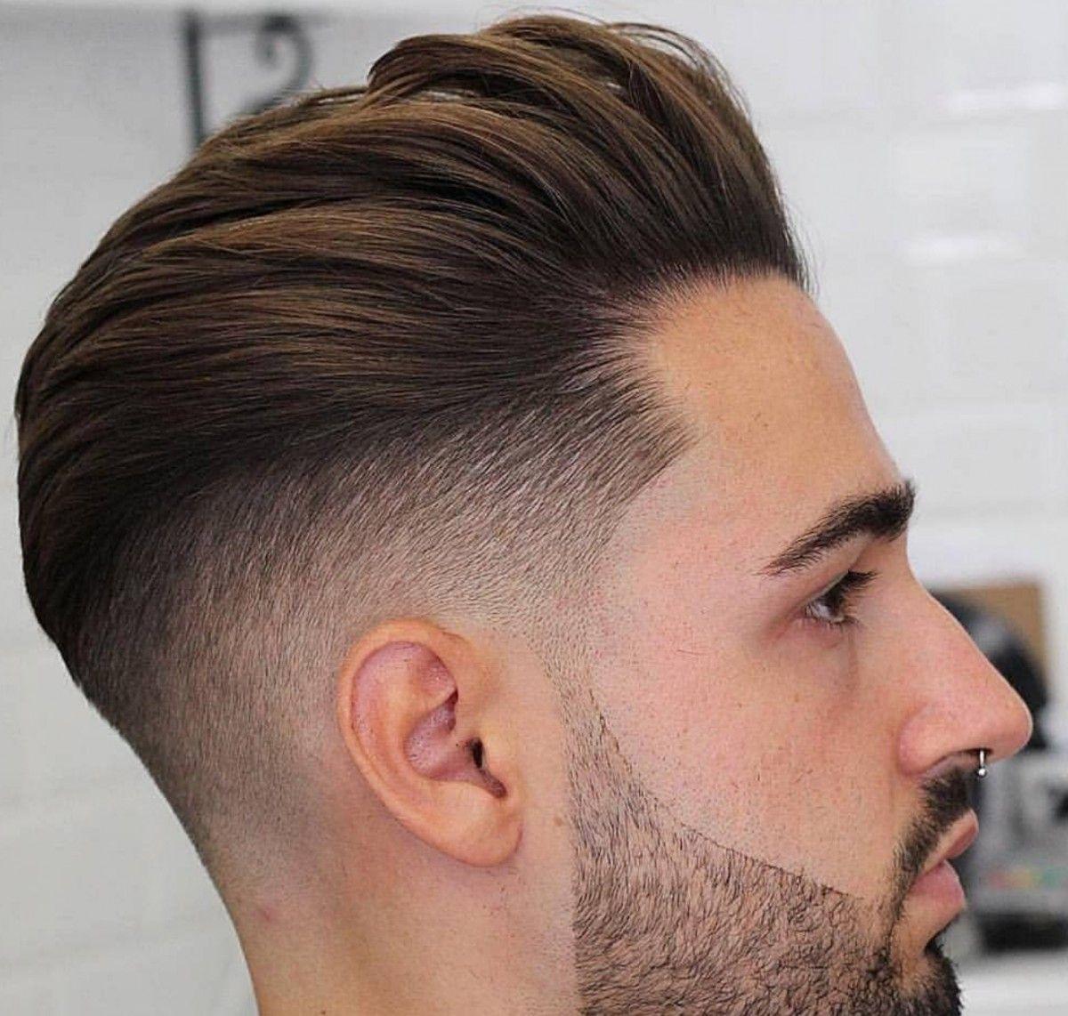 Jesús HN, uno de los barberos que trabajan a domicilio en Madrid